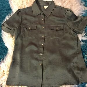 A diva Short Sleeve Grey Top with Snaps Sz Large